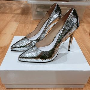 Jennie Ellen Silver Leather Pumps Size 36